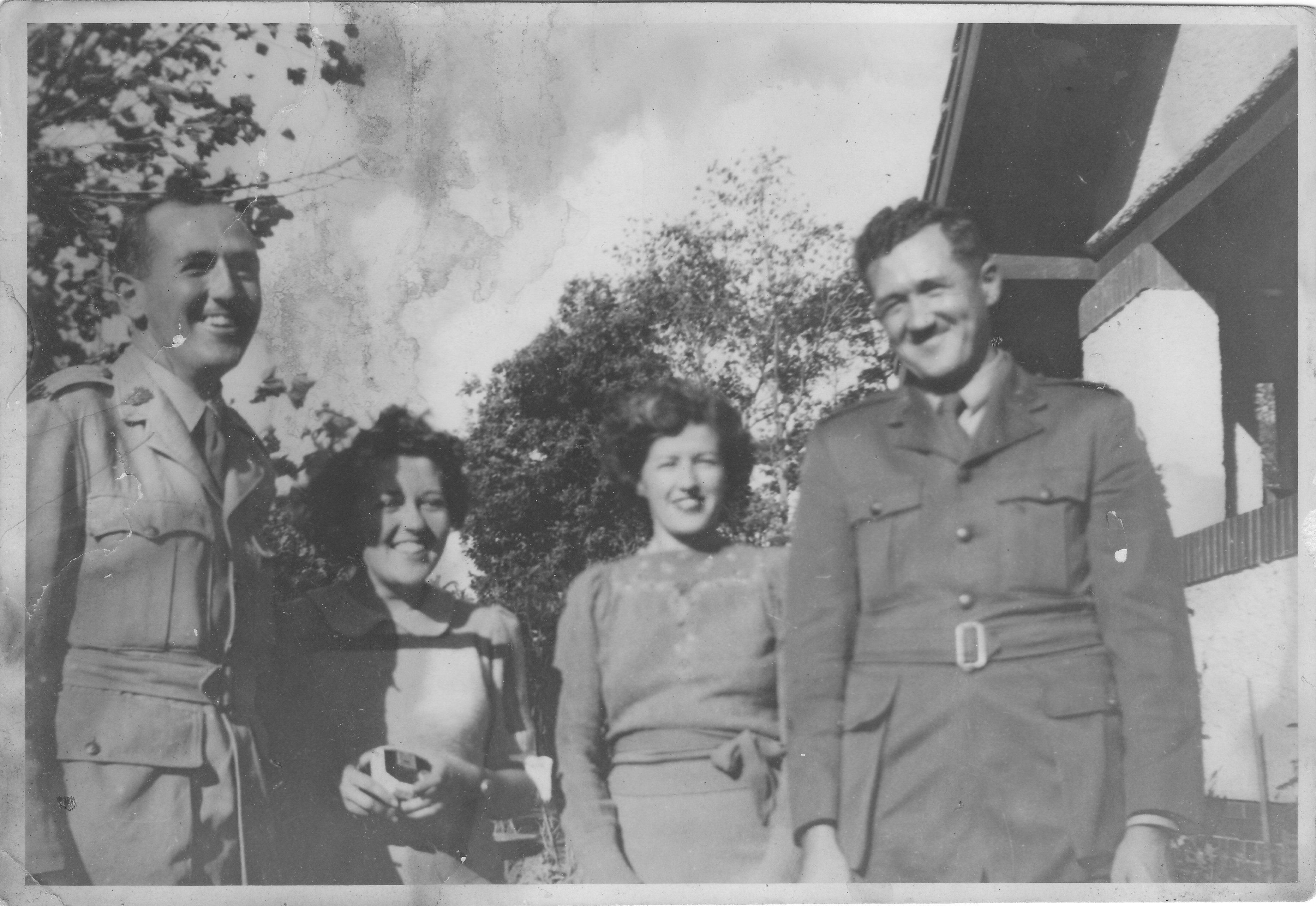 1943 GordonCecilyBethKeithAtHome